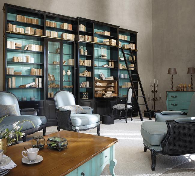 Винтажная мебель и природная отделка стен смотрится необычно и ново