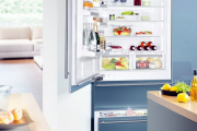 Фото 30 Встроенный в шкаф холодильник: выбор техники и виды установки для максимального комфорта