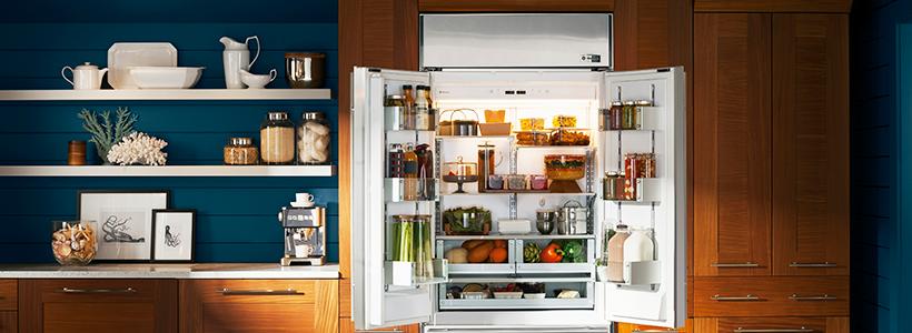 Встроенный в шкаф холодильник: выбор техники и виды установки для максимального комфорта