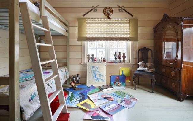 Обшивка стен деревянной вагонкой вполне допустимый вариант для детской