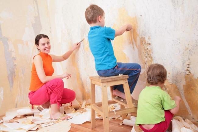 Снятие старого покрытия стен требует определенных навыков и знаний