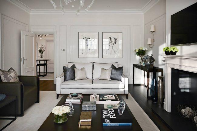 Выбор по умолчанию для ультрасовременной гостиной - квадратный или прямоугольный низкий столик, выполненный в духе абсолютного минимализма