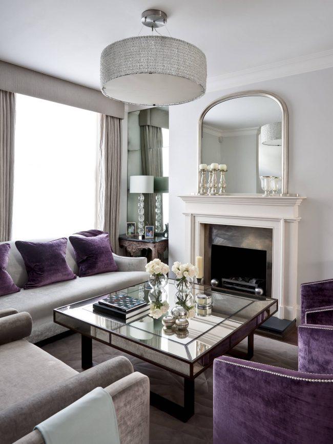 Необычная толщина и форма стеклянной столешницы, подчеркивающая красоту и строгость линий интерьера в стиле арт-деко