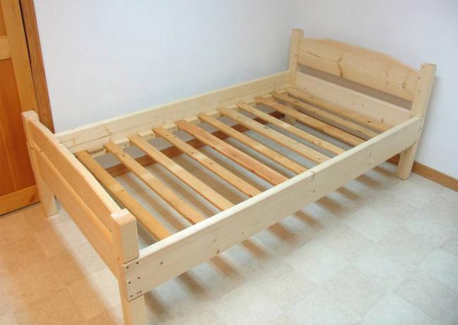 Кровать, сделанная своими руками, в сборе