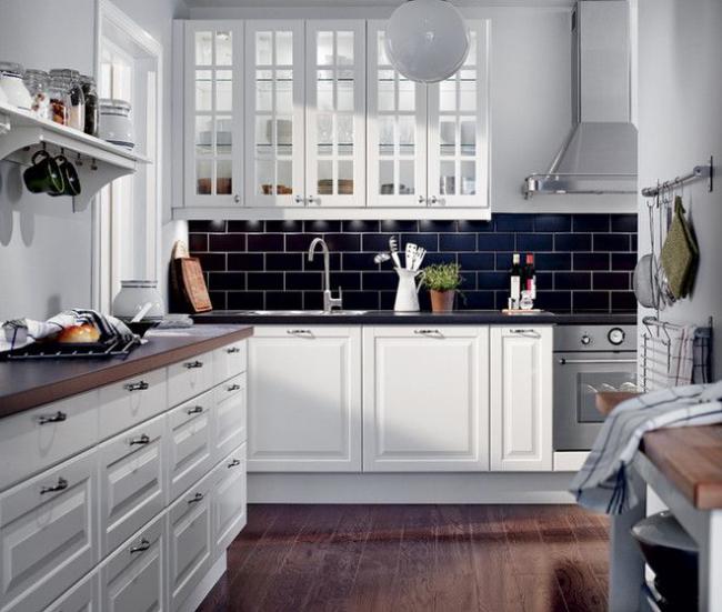 Нестандартная планировка кухонного помещения не помеха для стильного оформления