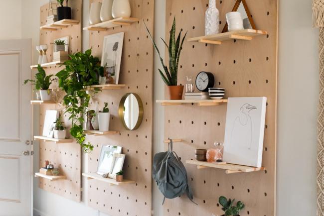Перфорированный стенд - это находка для любителей реноваций: новый дизайн на раз-два-три