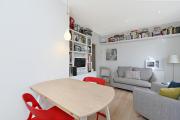 Фото 11 Полки на потолке: как сэкономить полезное пространство в квартире? Идеи и советы