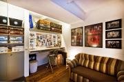Фото 13 Полки на потолке: как сэкономить полезное пространство в квартире? Идеи и советы