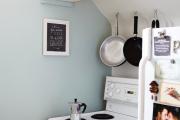 Фото 14 Полки на потолке: как сэкономить полезное пространство в квартире? Идеи и советы