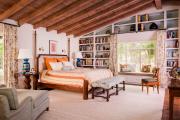Фото 18 Полки на потолке: как сэкономить полезное пространство в квартире? Идеи и советы
