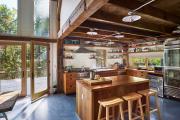 Фото 21 Полки на потолке: как сэкономить полезное пространство в квартире? Идеи и советы