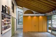 Фото 23 Полки на потолке: как сэкономить полезное пространство в квартире? Идеи и советы