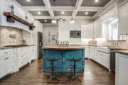 Фото 30 Полки на потолке: как сэкономить полезное пространство в квартире? Идеи и советы