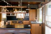 Фото 31 Полки на потолке: как сэкономить полезное пространство в квартире? Идеи и советы