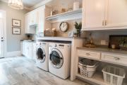 Фото 35 Полки на потолке: как сэкономить полезное пространство в квартире? Идеи и советы