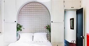 Шкафы в спальню над кроватью: интерьерное применение, материалыи установка фото
