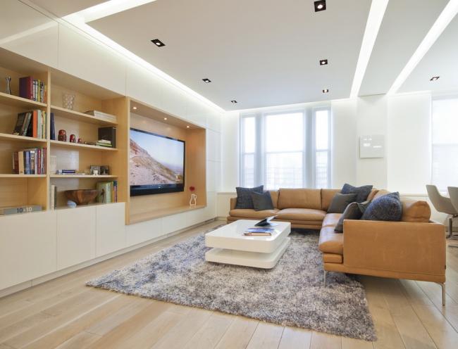 Телевизор с большой диагональю в дизайне гостиной