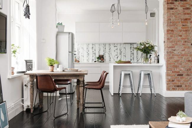 Контрастное оформление квартиры-студии в стиле лофт