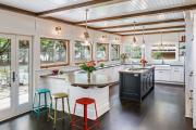 Фото 10 Элегантные кухни с темным полом: 80+ фотоидей для лаконичных и стильных кухонных интерьеров