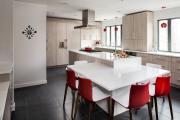 Фото 11 Элегантные кухни с темным полом: 80+ фотоидей для лаконичных и стильных кухонных интерьеров
