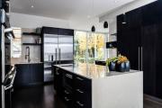 Фото 19 Элегантные кухни с темным полом: 80+ фотоидей для лаконичных и стильных кухонных интерьеров