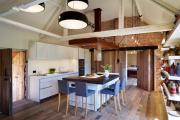Фото 23 Элегантные кухни с темным полом: 80+ фотоидей для лаконичных и стильных кухонных интерьеров