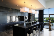 Фото 25 Элегантные кухни с темным полом: 80+ фотоидей для лаконичных и стильных кухонных интерьеров