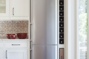 Фото 1 Выбираем узкий холодильник для кухни: рейтинг и сравнение лучших моделей 2019 года