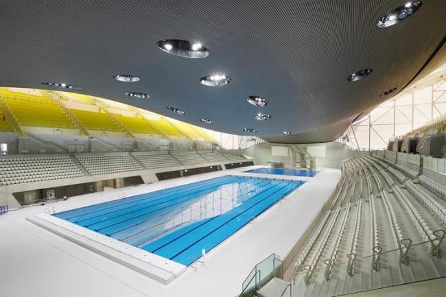 Волнистые очертания здания имитируют движение воды