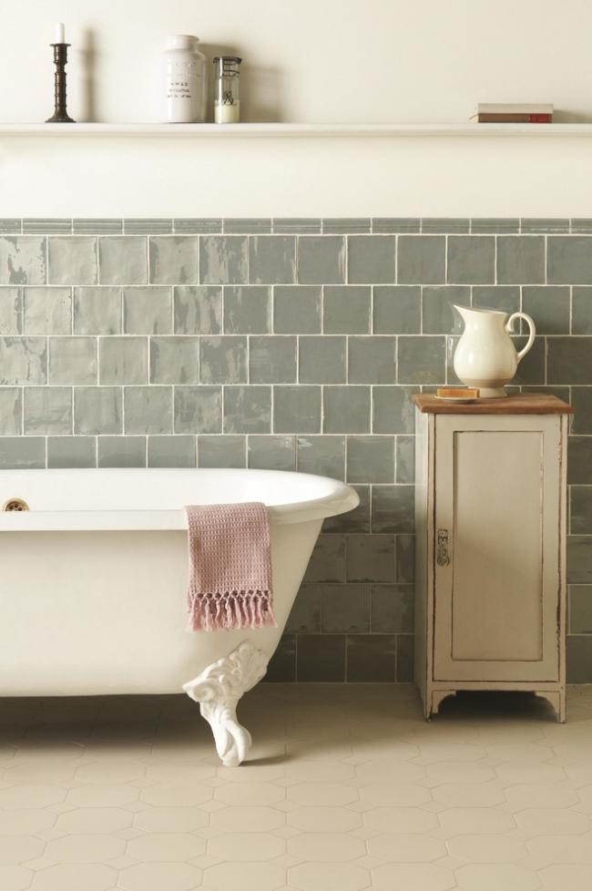 Красивая отделка стен в ванной стиля прованс