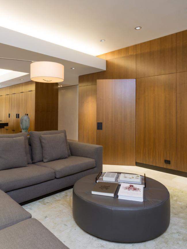 Небольшая гостиная с интерьером в стиле модерн