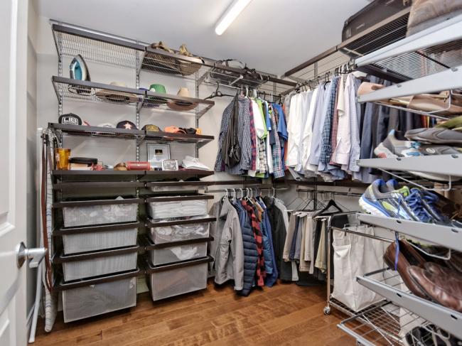 Дизайн мужской гардеробной комнаты
