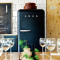 Курс на винтажность: обзор стильных ретро-холодильников для кухонного интерьера фото