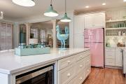 Фото 15 Курс на винтажность: обзор стильных ретро-холодильников для кухонного интерьера
