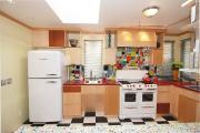 Фото 17 Курс на винтажность: обзор стильных ретро-холодильников для кухонного интерьера