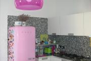 Фото 19 Курс на винтажность: обзор стильных ретро-холодильников для кухонного интерьера