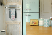 Фото 23 Курс на винтажность: обзор стильных ретро-холодильников для кухонного интерьера