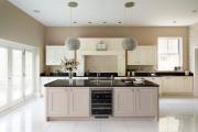 Фото 29 Дизайн кухни с бежевым фартуком: обзор стильных вариантов отделки и правильных сочетаний