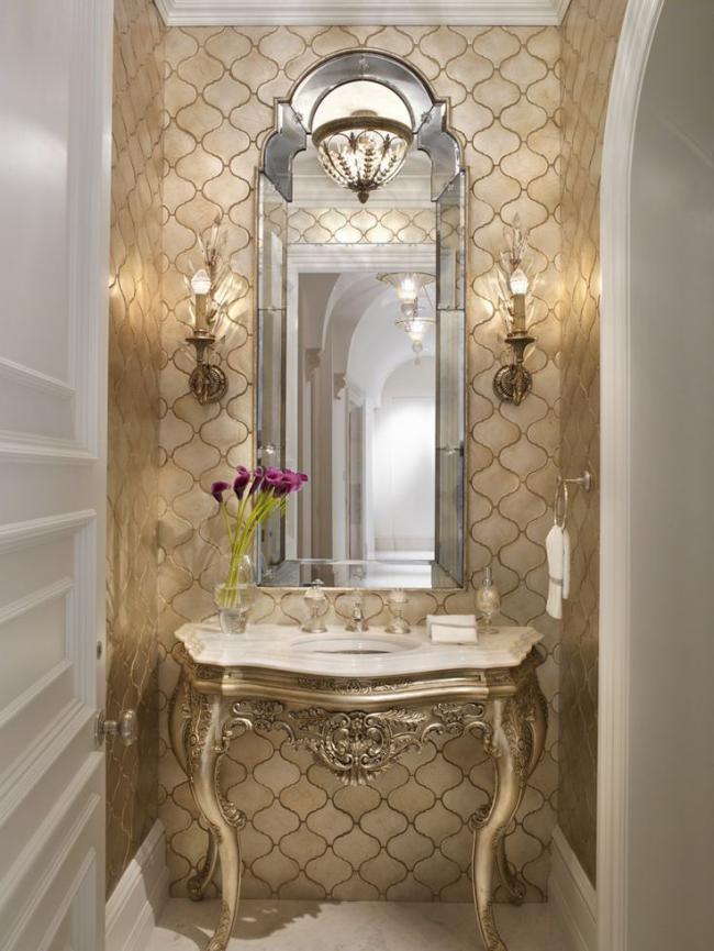 Пример использования золотистого оттенка в ванной комнате