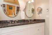 Фото 7 Освещение зеркала: 60+ реализаций в интерьере и элегантные варианты своими руками
