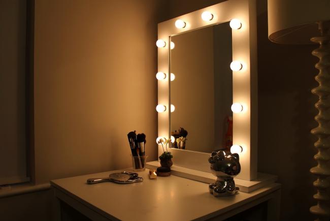 Для профессионального нанесения макияжа требуется профессиональный свет