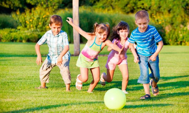 Спортивные площадки для детей должны быть безопасными и находится в поле зрения взрослых