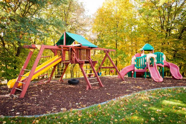 Детские площадки лучше располагать в тени