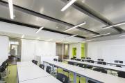 Фото 1 Светильники для потолка «Грильято»: правила монтажа и преимущества LED-технологии