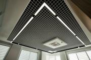 Фото 8 Светильники для потолка «Грильято»: правила монтажа и преимущества LED-технологии