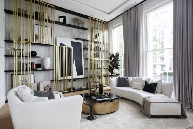 Декоративные прутья,расположенные по вертикали визуально поднимут линию потолка