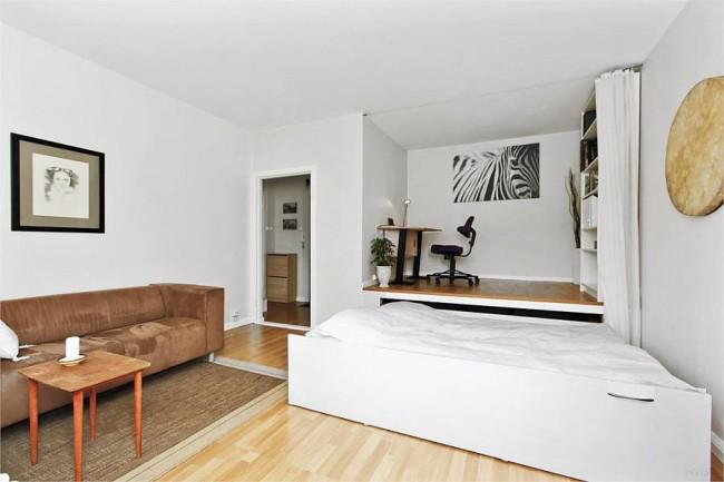 Выдвижная кровать - отличная идея для студийного варианта квартиры