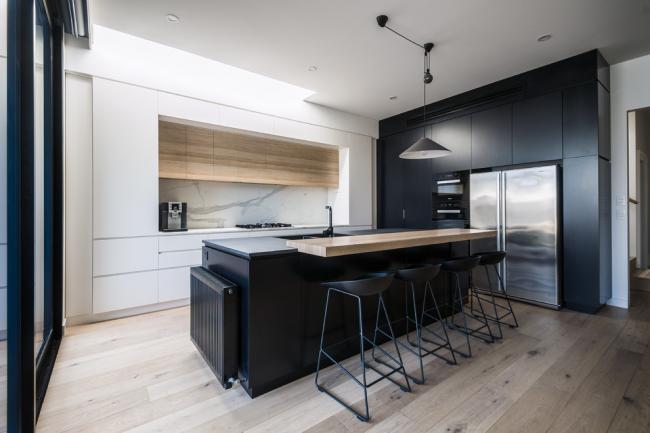 Интерьер кухни с барной стойкой в стиле минимализм