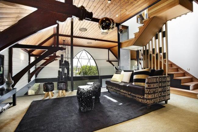 Ковер, постеленный сверху на ковролин - дизайнерское решение, заслуживающее внимания