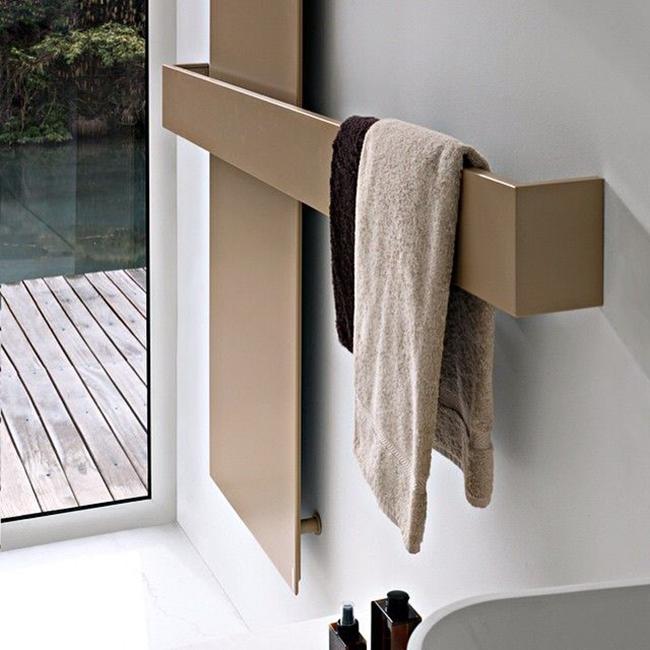 Эксклюзивный интерьер благодаря оригинальной форме сушилки для полотенец